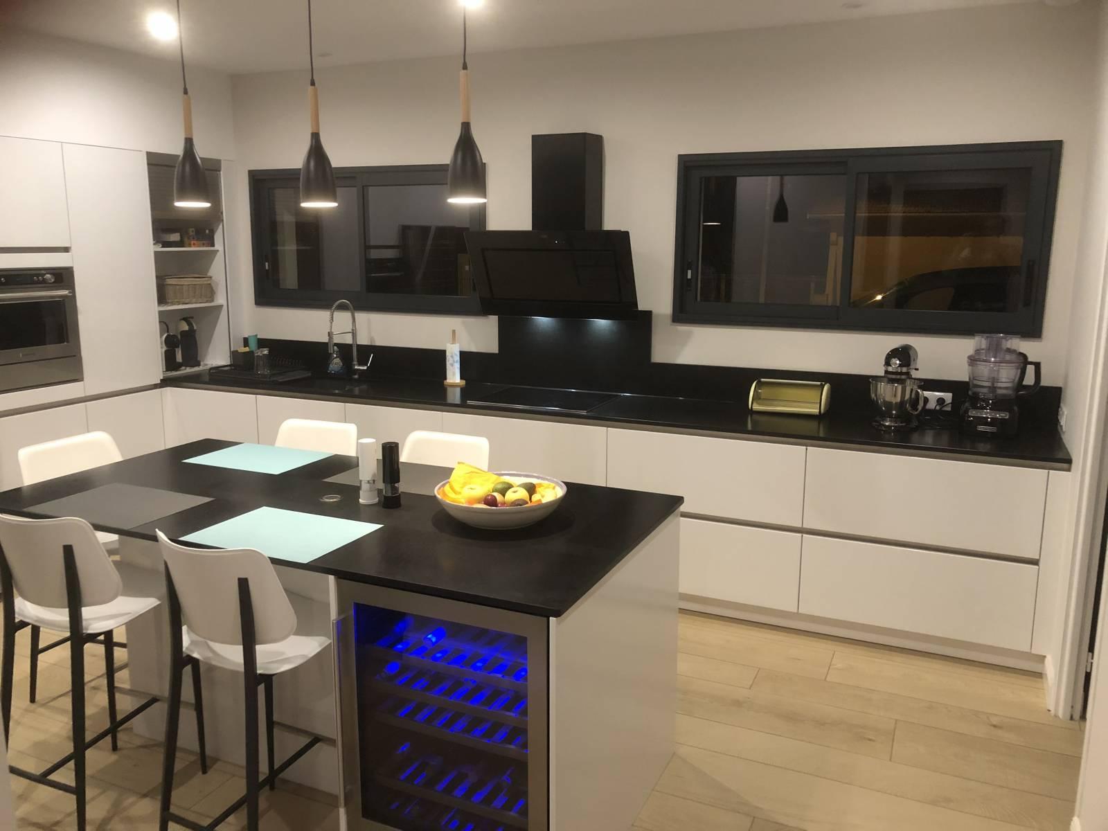 cuisine haut de gamme sans poign e install e biganos conception de cuisines allemandes. Black Bedroom Furniture Sets. Home Design Ideas